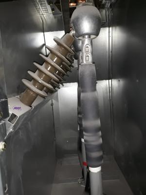 Maintenance Tableau HTA Schneider Electric - Bas de cellule VM6 poussiereux
